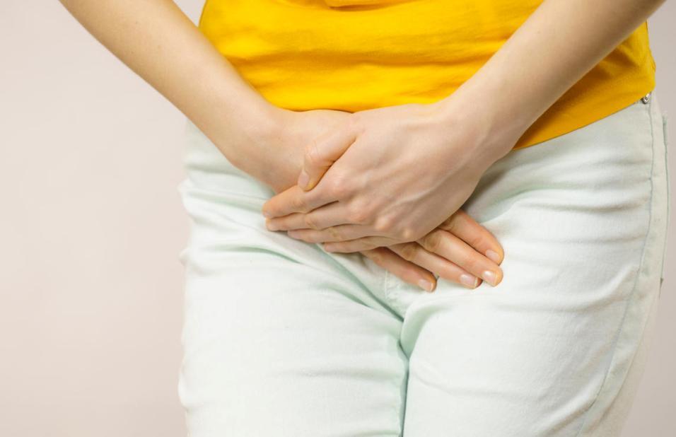 Bouton du pubis : causes, traitements, précautions et conseils